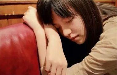 经典的qq空用图片谈论悲伤。也许如果你喜欢一个人,你会承认失败。
