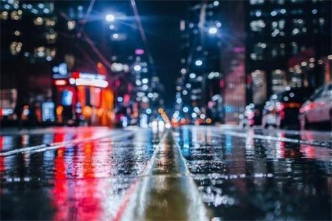 分享雨天的朋友小朋友,你们都喜欢雨天吗?也许许多人不喜欢雨天
